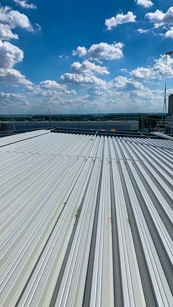 Umweltschutz mit einer positiven Energiebilanz Dachdecker Niemeyer Freischützauf auf dem Dach